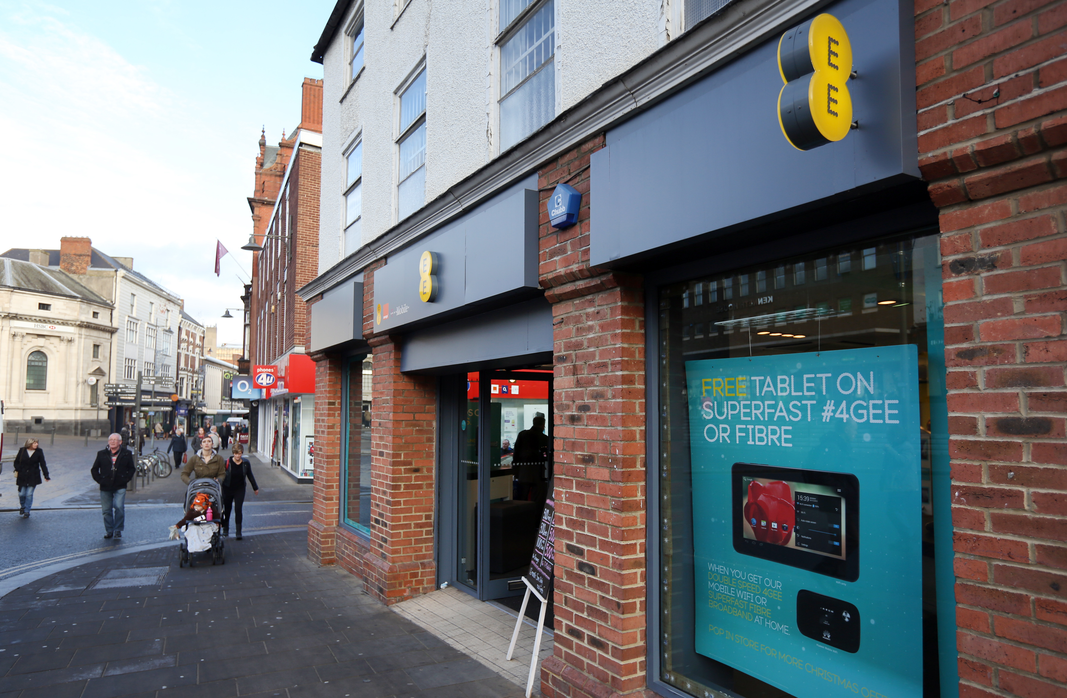 EE brings superfast 4G to 29 more towns and cities in time for